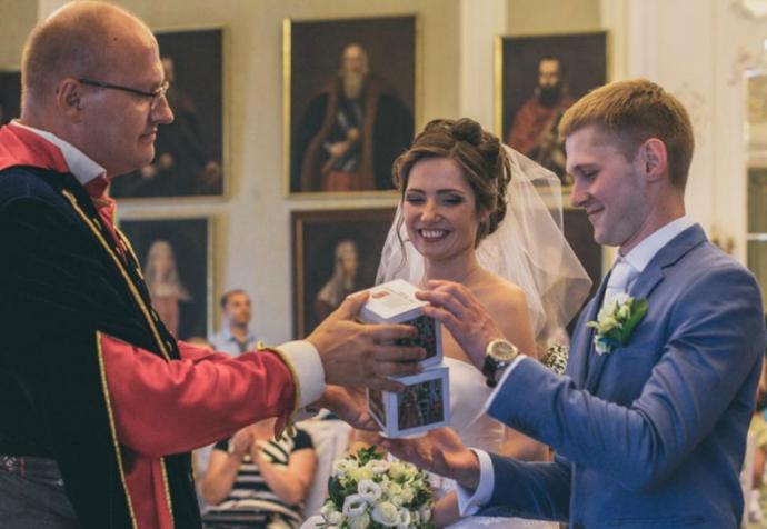 Заключэнне шлюбу ў Мірскім замку