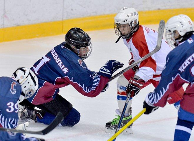 Детская хоккейная команда Центрального района Минска Грифоны, Николай Лукашенко