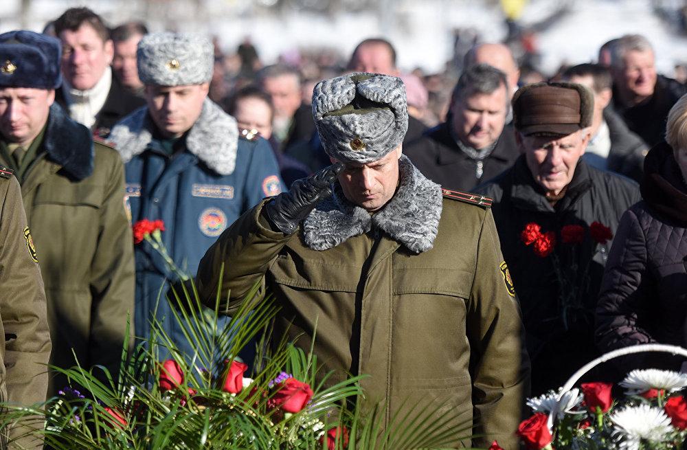 Память о подвиге солдат будет жить вечно… – говорили участники тех событий. Тех, кто ничего не говорил, было больше. Они молча вспоминали молодых товарищей, не вернувшихся с той войны.