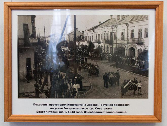 На выставке представлены фото похоронных процессий по католическому, православному и даже еврейскому обряду