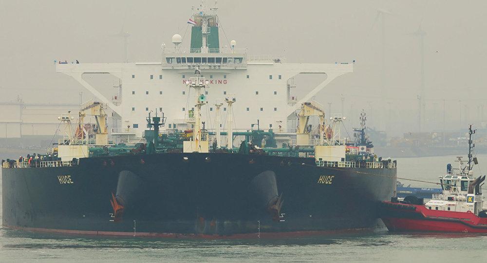 танкер для нефти фото