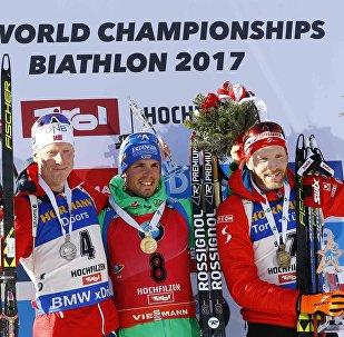 Тройка призеров масс-старта ЧМ по биатлону в Хохфильцене