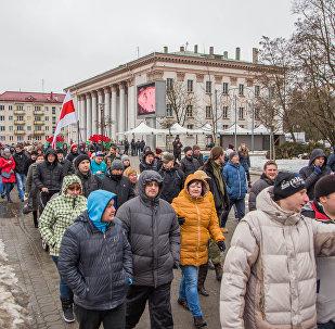Участники акции отправились от Дворца текстильщиков на Советской площади в сторону облисполкома