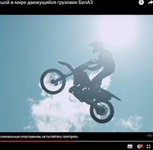 Мотафрыстайліст з Расіі пераскочыў з аднаго БелАЗа на іншы