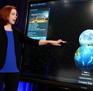 Астроном из Института исследований космоса с помощью космического телескопа в Балтиморе Николь Льюис