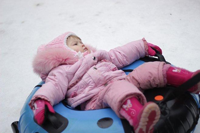 Масленичные гуляния - последняя возможность прокатиться на ватрушке и проститься с зимой