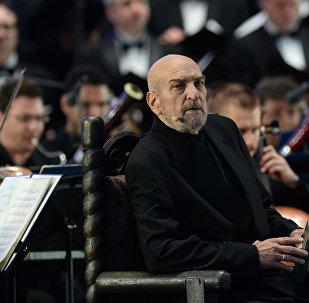 Актер Алексей Петренко выступает на концерте Симфонического оркестра Мариинского театра