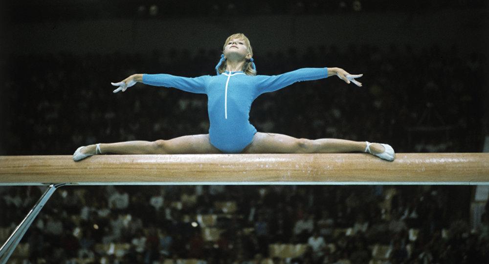 Легендарная гимнастка Корбут реализует олимпийские медали