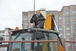 Дмитрий Дашкевич на бульдозере