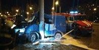 Газель врезалась в столб на улице Тимерязева в Минске