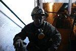 Шахтер на шахте, архивное фото