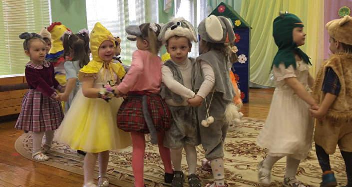 А ты кто:  утренники к 8 марта проходят в детских садах