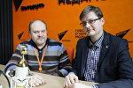 Ведущий радио Sputnik Вячеслав Шарапов и политический эксперт Петр Петровский