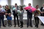 Министр юстиции вручил свидетельства о рождении молодым матерям