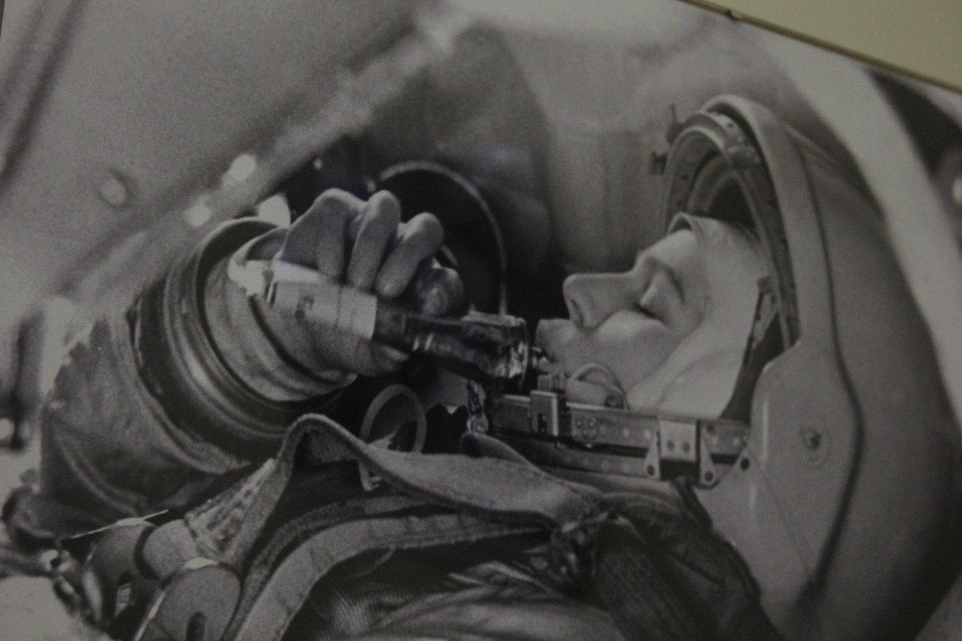 Валентина Терешкова в тренажере космического корабля Восток