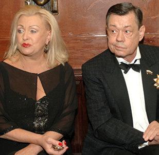 Мікалай Карачанцаў з жонкай