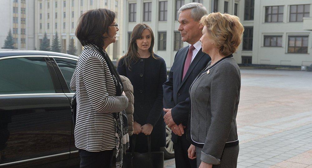 Владимир Андрейченко и Марианна Щеткина встречают Кристин Муттонен