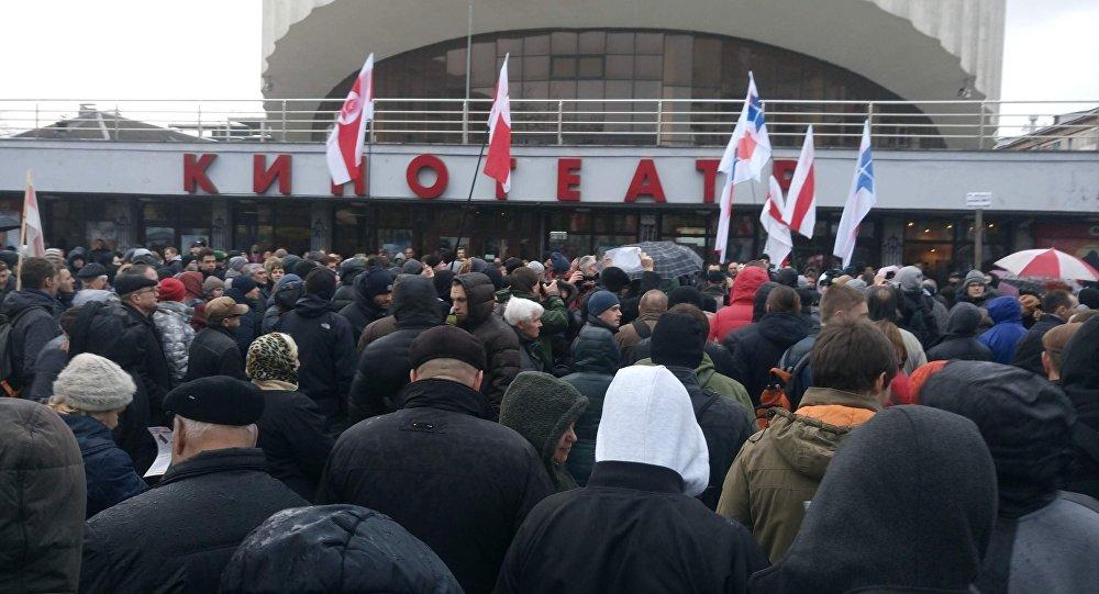 «Марш нетунеядцев» вМинске: компромисс флагов имузыка анархистов