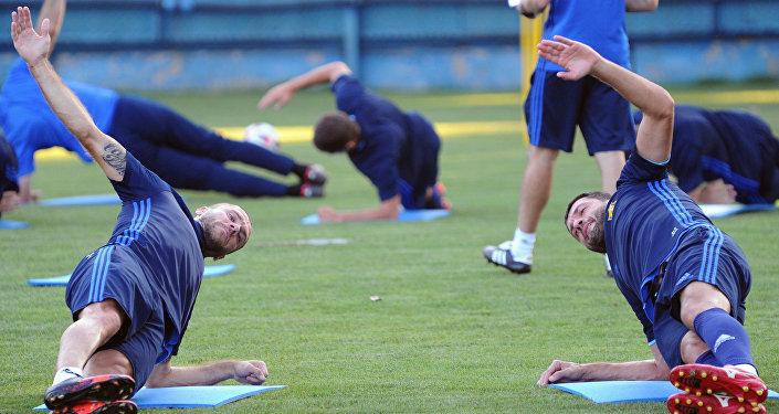 Игроки ФК Ростов Тимофей Калачев (слева) и Александр Гацкан
