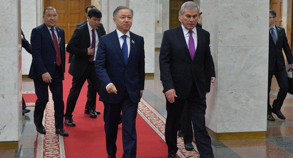 Председатель Мажилиса Казахстана Нурлан Нигматулин (слева) и председатель Палаты представителей Владимир Андрейченко