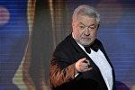 Член жюри КВН, кинорежиссер, телеведущий, руководитель Национальной премии Российской Академии кинематографических искусств Ника Юлий  Гусман