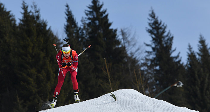 Фуркад одержал победу последнюю гонку сезона с несоблюдением правил