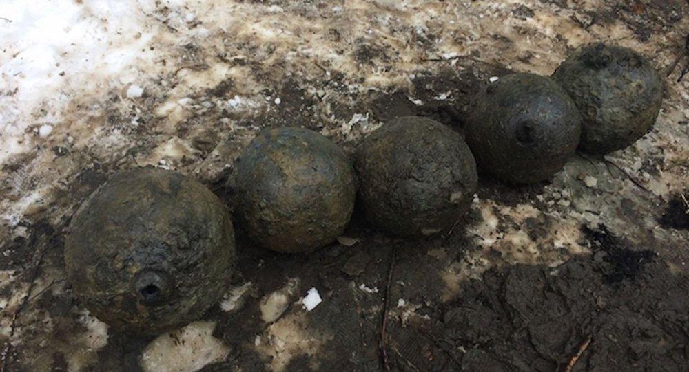 Белорусские дайверы отыскали 10 бомб надне реки времён Северной войны