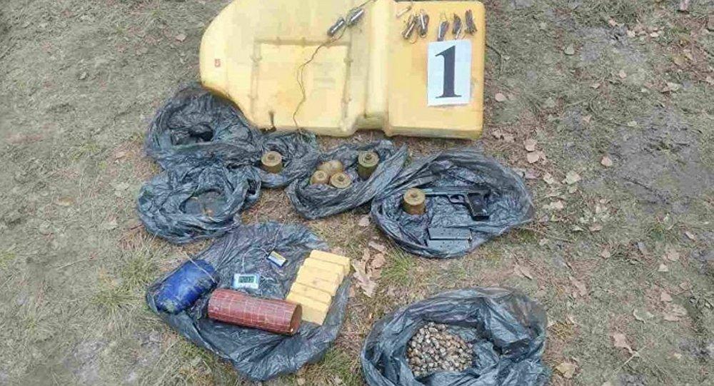 Оружие, обнаруженное в Джипе, прорвавшемся через границу