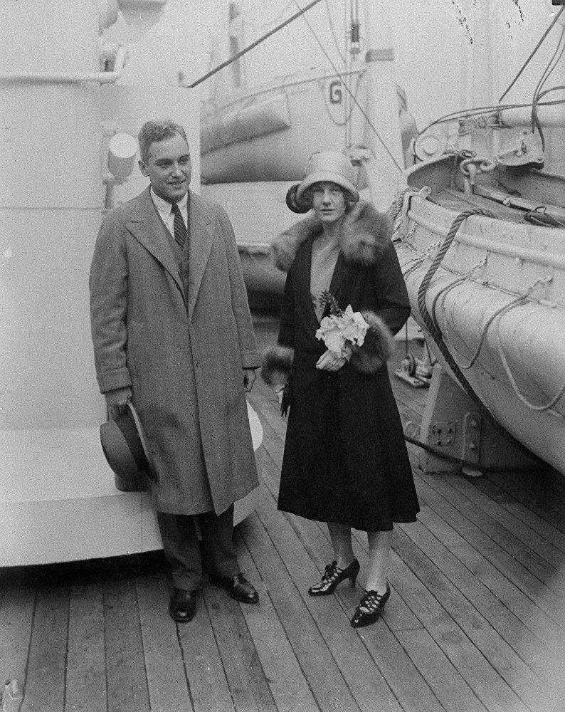Эбигейл Олдрич Рокфеллер с супругом во время медового месяца