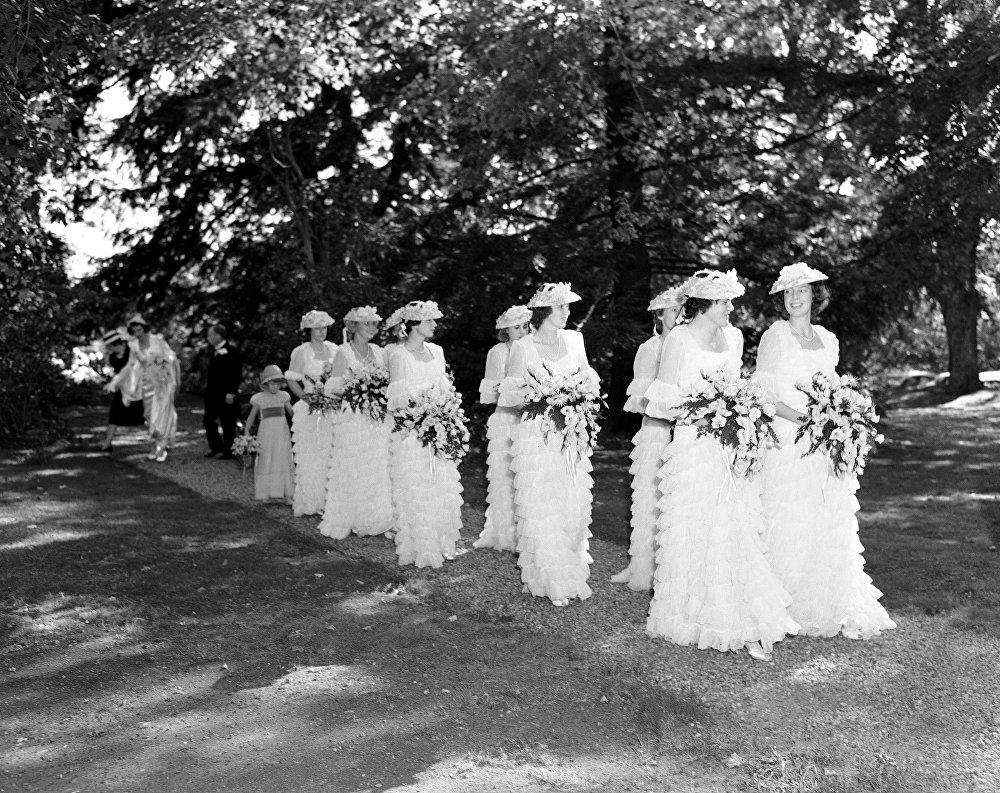 Подружки невесты Маргарет Пегги Макграф