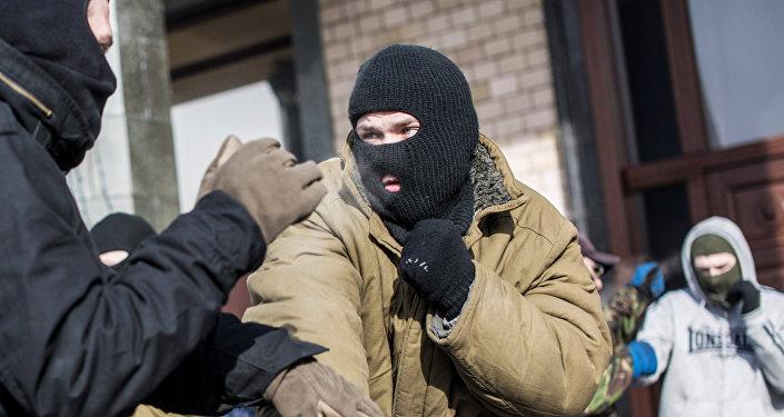 Тренировка по рукопашному бою бойцов в палаточном лагере на площади Независимости в Киеве, архивное фото