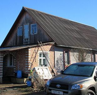 В этом доме прописано одиннадцать человек, застройщик определил для них новую жилплощадь, но она не устраивает жильцов