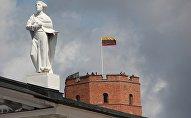 Флаг Литвы на башне Гедеминаса