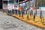Лента с шипами на ПП на белоруско-украинской границе, архивное фото