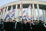 Участники шествия в рамках оппозиционной уличной акции День воли в центре Минска.