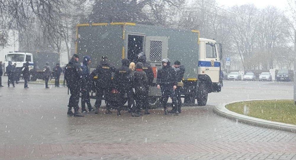 ВМинске начались задержания участников шествия наДень воли