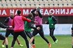 Игроки сборной Беларуси по футбола на тренировке