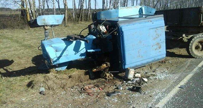 Натрассе М1 микроавтобус спассажирами врезался в фургон , есть пострадавшие