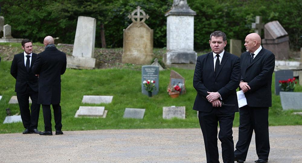 Джордж Майкл похоронен встолице Англии через три месяца после смерти