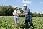 Уборка бахчевых культур и овощей на поле ГУ Дипсервис Управделами президента на территории официальной резиденции Дрозды, 20 августа 2014 года