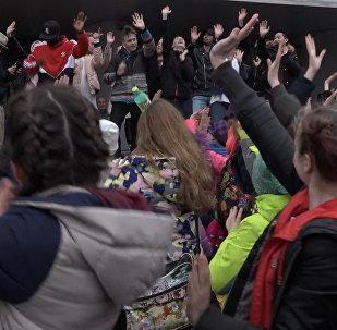 Флэшмоб за мір і супраць дыскрымінацыі прайшоў ля сталічнага Палаца спорту