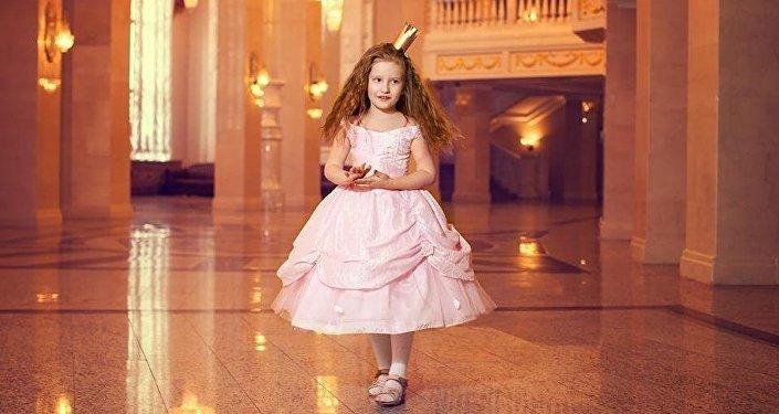 Модель Николетта в роли Принцессы на горошине