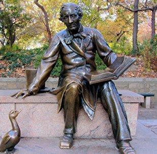Памятник сказочнику Гансу Христиану Андерсону