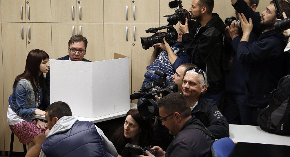 Премьер Сербии пообещал поддерживать отношения сРоссией иКитаем