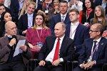 Путин отвечает на блиц-вопросы участников Медиафорума