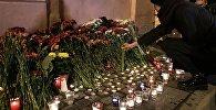 Кветкі ў памяць аб загінулых падчас выбухаў у Санкт-Пецярбургу