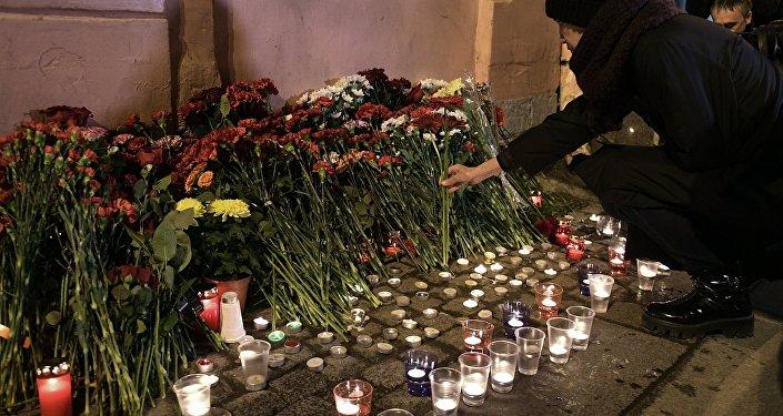 Число погибших теракта вметро Петербурга возросло до 14 человек