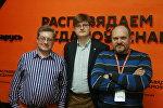 Политологи Павел Потапейко и Петр Петровский и ведущий радио Вячеслав Шарапов