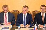 Первый заместитель министра Внутренних дел РФ Александ Горовой (в центре)