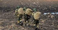 Военнослужащие на полигоне, архивное фото